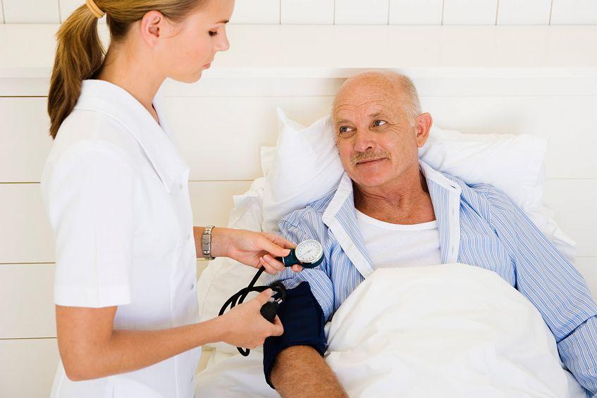 Как встать на костыли после перелома шейки бедра состояние домов престарелых